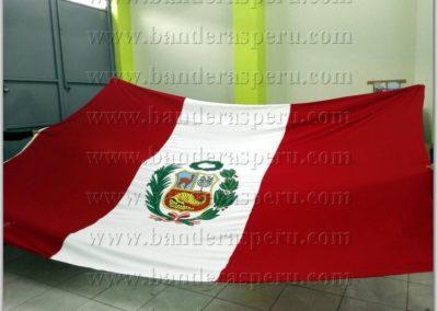 bandera-de-peru-con-escudo-2