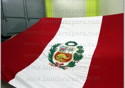 bandera-de-peru-con-escudo-6