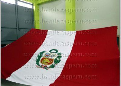 bandera-de-peru-con-escudo-12