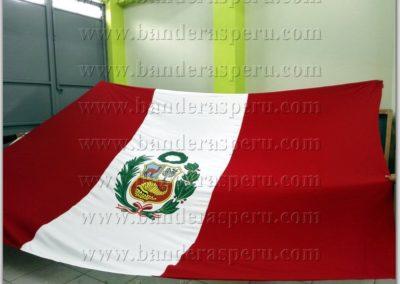 bandera-de-peru-con-escudo-15