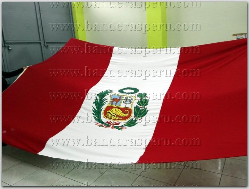 Bandera de Perú con escudo, Pabellón nacional monumental.