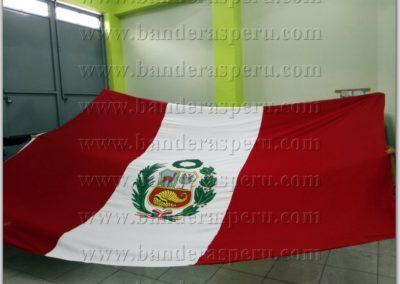bandera-de-peru-con-escudo-23