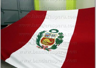 bandera-de-peru-con-escudo-7