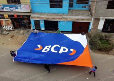 Banderas monumentales Banco BCP
