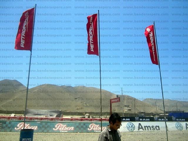 confección de banderas publicitarias